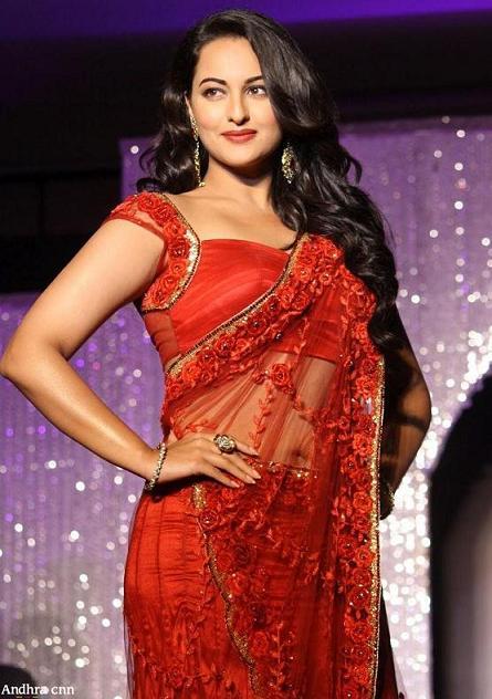 Sonakshi Sinha hot in Saree