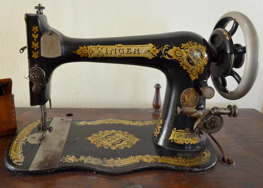 vintage sewing machine singer