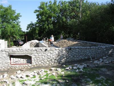 Фундамент для дома из соломы под Тернополем