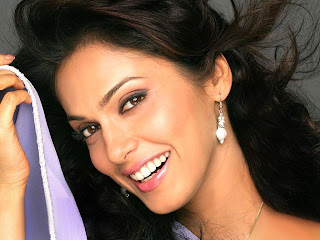 desktop images of Eesha Koppikar free sexy and ht
