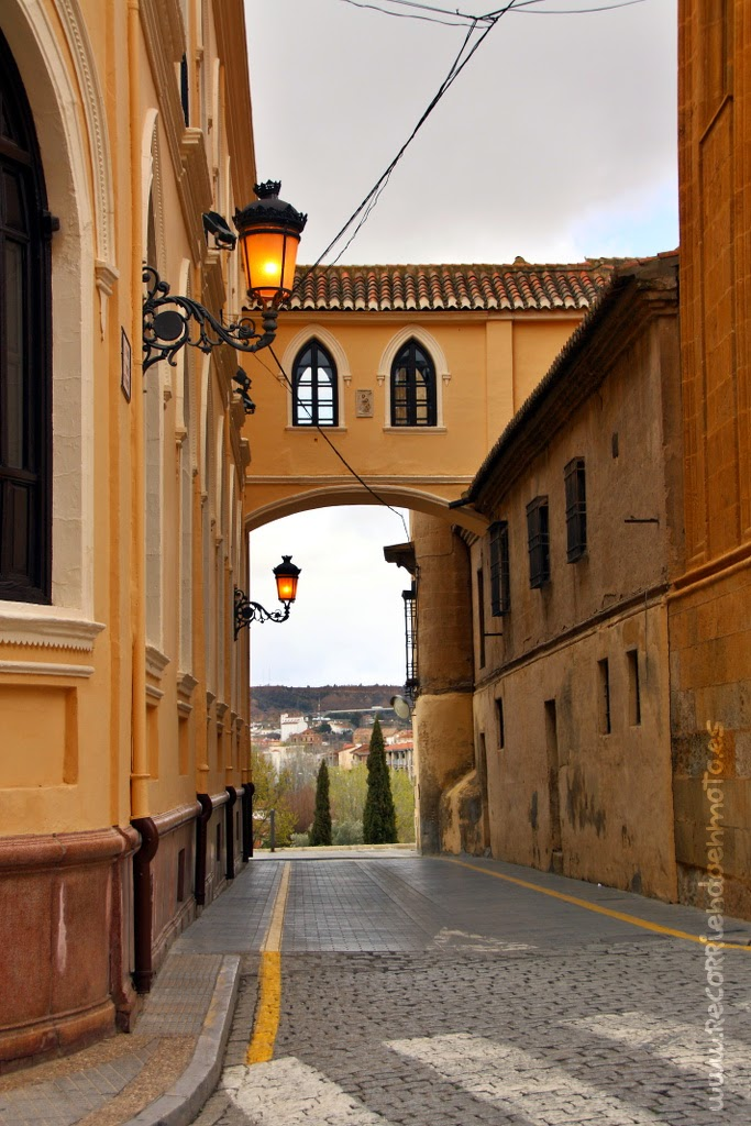 Pasadizo palacio arzobispal con Catedral