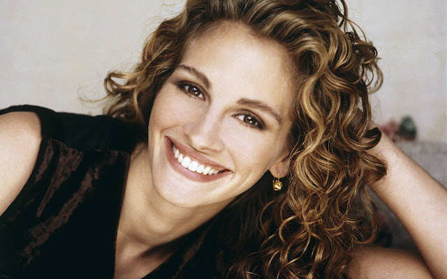 Julia Roberts suggests kissing for successful marriage