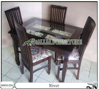 Kursi dan meja makan minimalis River