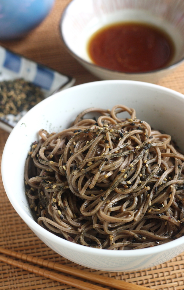 Soba Noodles with Furikake (Japanese Seaweed Seasoning) by SeasonWithSpice.com