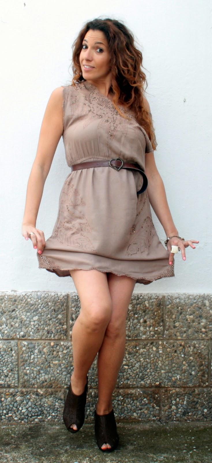 vestido marrón encaj