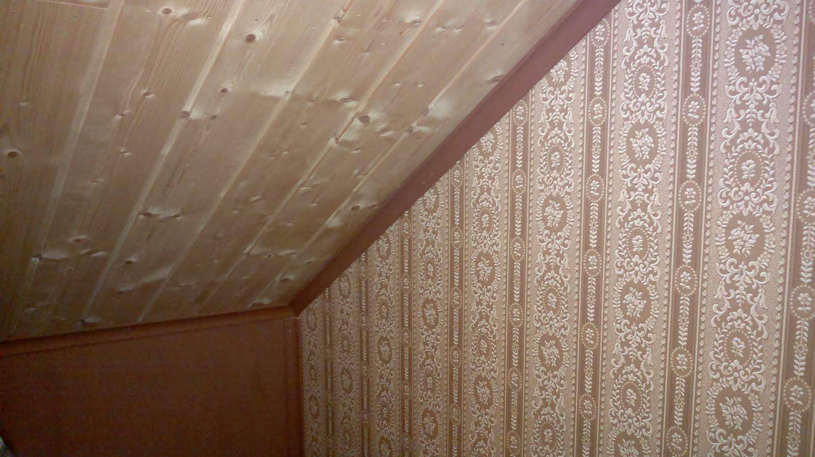 Televisiohuoneen nurkkaus: kahviteekäsitelty katto