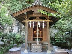 銭洗弁財天七福神社