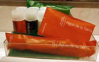bandeja con amenities para el baño del hotel NH