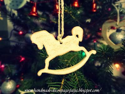 http://handmade-decoupage-pasja.blogspot.com/2015/01/ozdoby-choinkowe-z-drewna.html