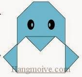 Bước 9: Vẽ mắt để hoàn thành cách xếp con Chim Cánh Cụt bằng giấy origami đơn giản.