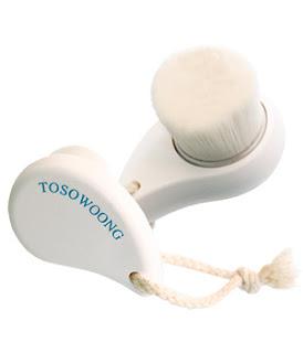 http://www.mondebio.com/soins-visage-bio/tosowoong/brosse-de-nettoyage-du-visage-detail-pore-clean-brush/17622.html