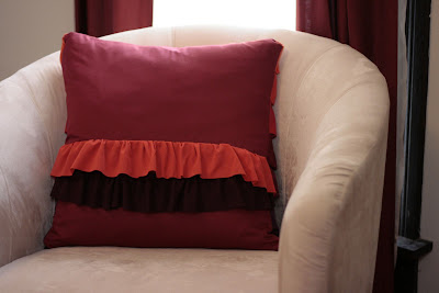 craft for home decor: plum peachy, ruffled pillow sewing tutorial