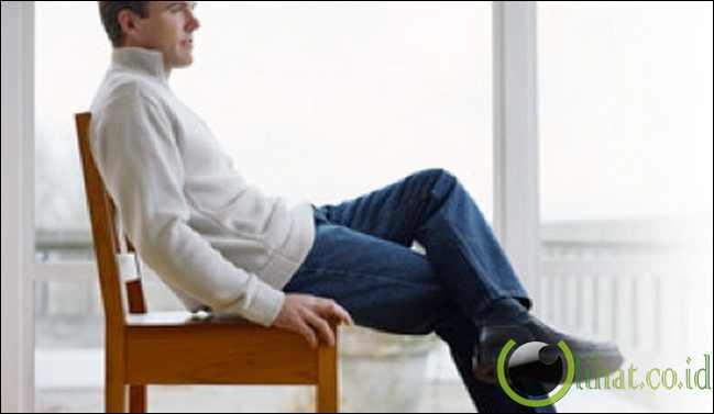 Menggetarkan kaki saat duduk
