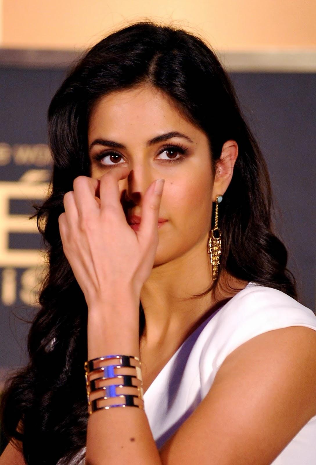 Actress, Aishwarya Rai, Ambassador, Bachchan, Bollywood, Brand, Cosmetic, Freida Pinto, India, Katrina Kaif, Katrina Kaif 2014, L'Oreal Paris, Model, Product, Showbiz, Sonam Kapoor, Stars,