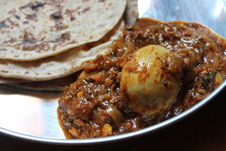 YUMMY TUMMY: Chettinad Egg Curry / Eggs Cooked in a Spicy Roasted ...