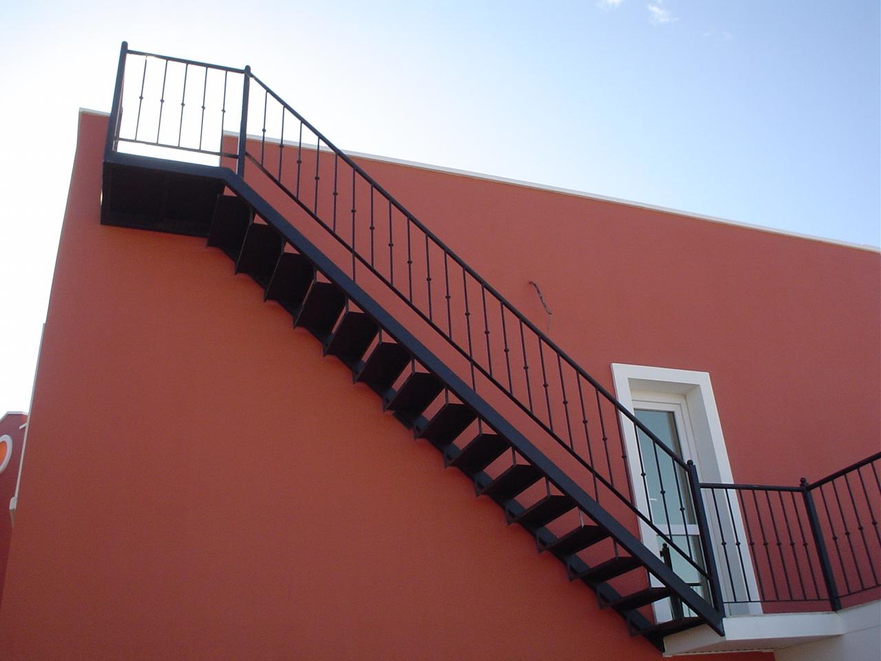 Acero inoxidable tenerife escaleras met licas tenerife for Escaleras de metal para exteriores