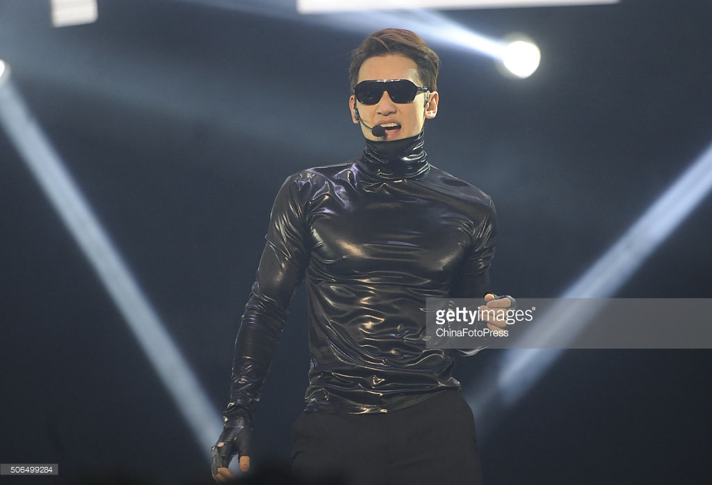 http://4.bp.blogspot.com/-tpxKkI-Zkb8/VqXRGoQKeWI/AAAAAAABQuA/TSRyZIKeWbw/s1600/south-korean-singer-rain-performs-onstage-during-his-concert-the-picture-id506499284.jpg