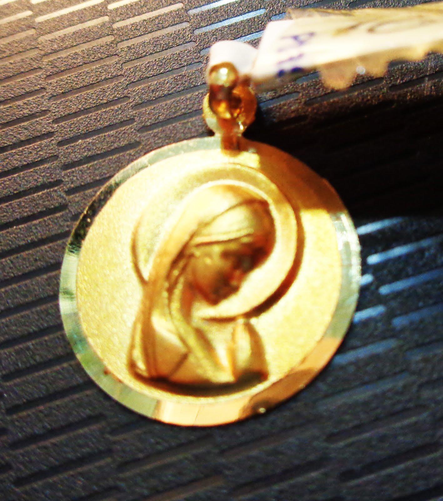 Medalla de oro de la Virgen Niña