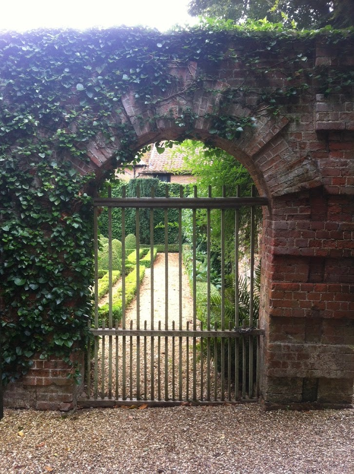 Doorways, portals and passages - a Secret Garden | In Search of Space