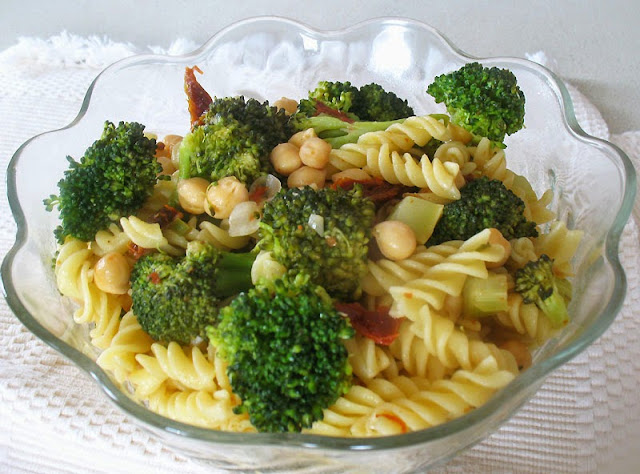 lemony pasta with broccoli and chickpeas