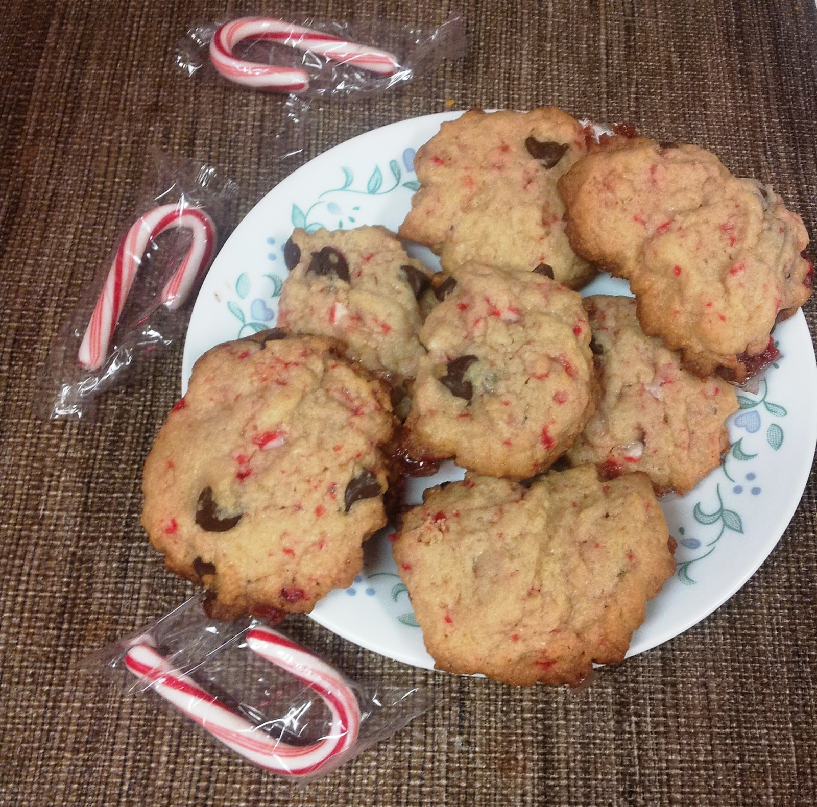 ... Dinner... Healthy & Low Calorie: Peppermint Chocolate Chip Cookies