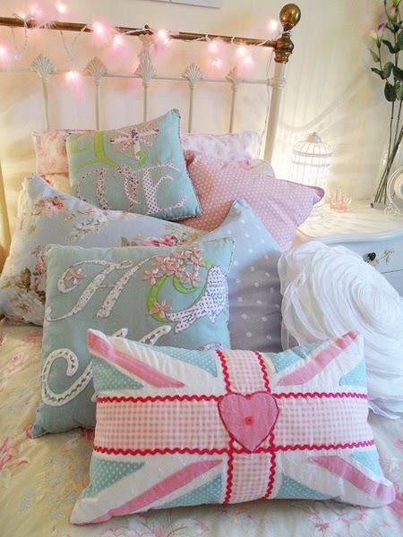 Pink fluffy fairy lights1