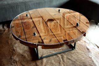 Muebles de palets: Hacer una mesa con una bobina de madera
