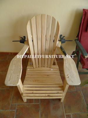Silla adirondack con palets - Como hacer sillas con palets ...