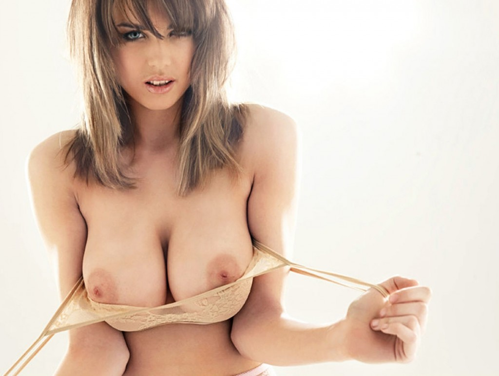 danielle-sharp-2012-05-22-nuts-when-boobs-are-big-outtake-006-1024x772.jpg