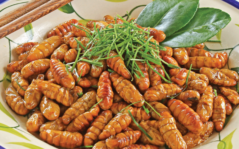 Roasted Pupae with Lemon Leaves - Nhộng Rang Lá Chanh