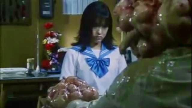 Japonaise qui confronte son professeur pervert monstre dégoutant WTF