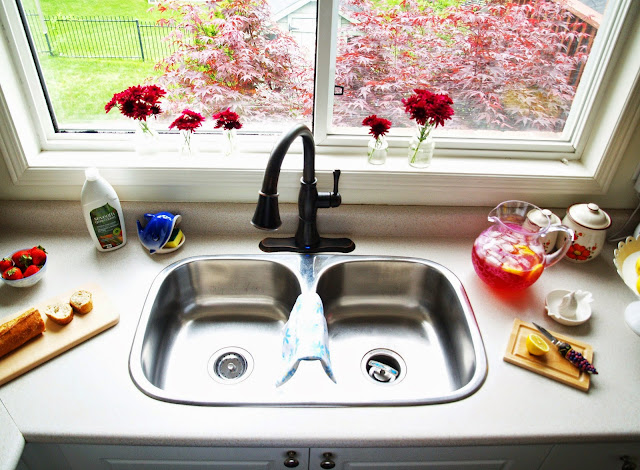 1+clean kitchen with delta faucet