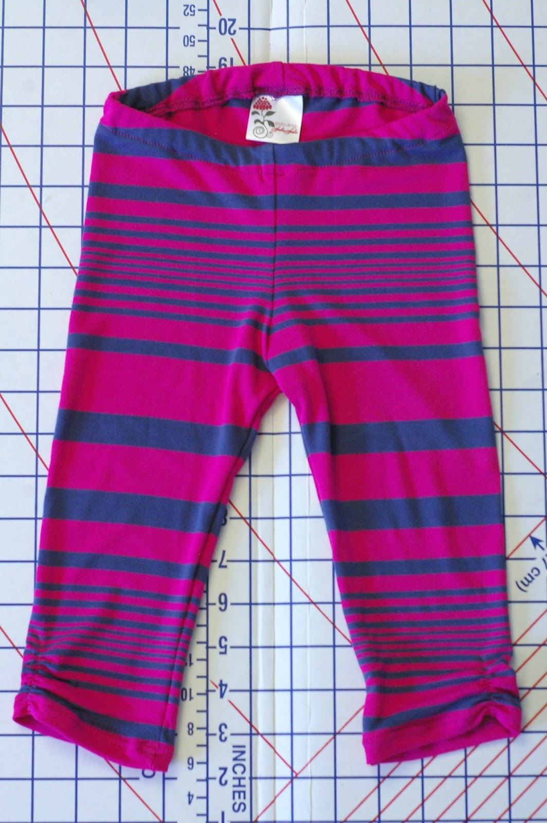 http://sproutingjj.blogspot.ca/2014/08/free-leggings-pattern-by-em-patterns.html