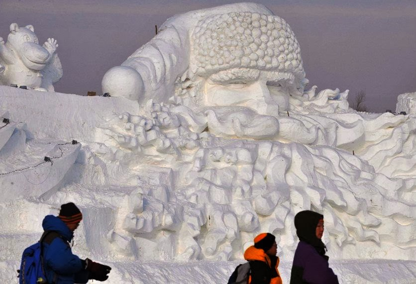 http://www.worldrecordacademy.com/arts/largest_Santa_Claus_ice_sculpture-world_record_set_by_chinese_sculptors_80475.htm