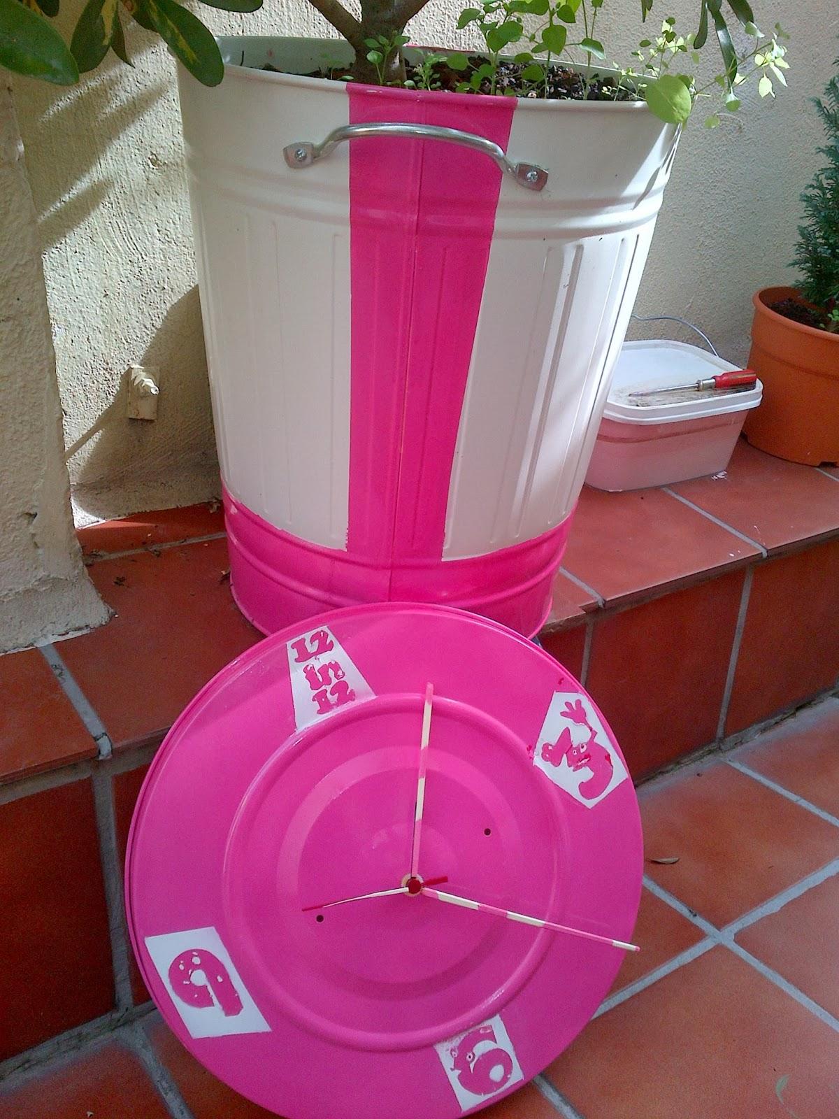 Un macetero y un reloj hechos con un cubo de basura knodd - Ikea cubo ropa ...