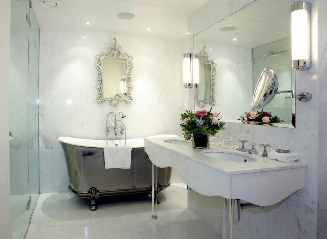 Baños Estilo Toscano:Chino tradicional de lujo con detalles en plata brillante le da un