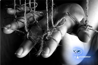 psicologia-marioneta-hombre-manipular