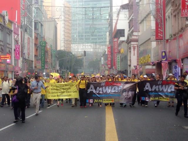 #BERSIH4 Najib Razak Mengigil Kesejukkan!