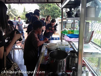Aunty Koh preparing our Cendol