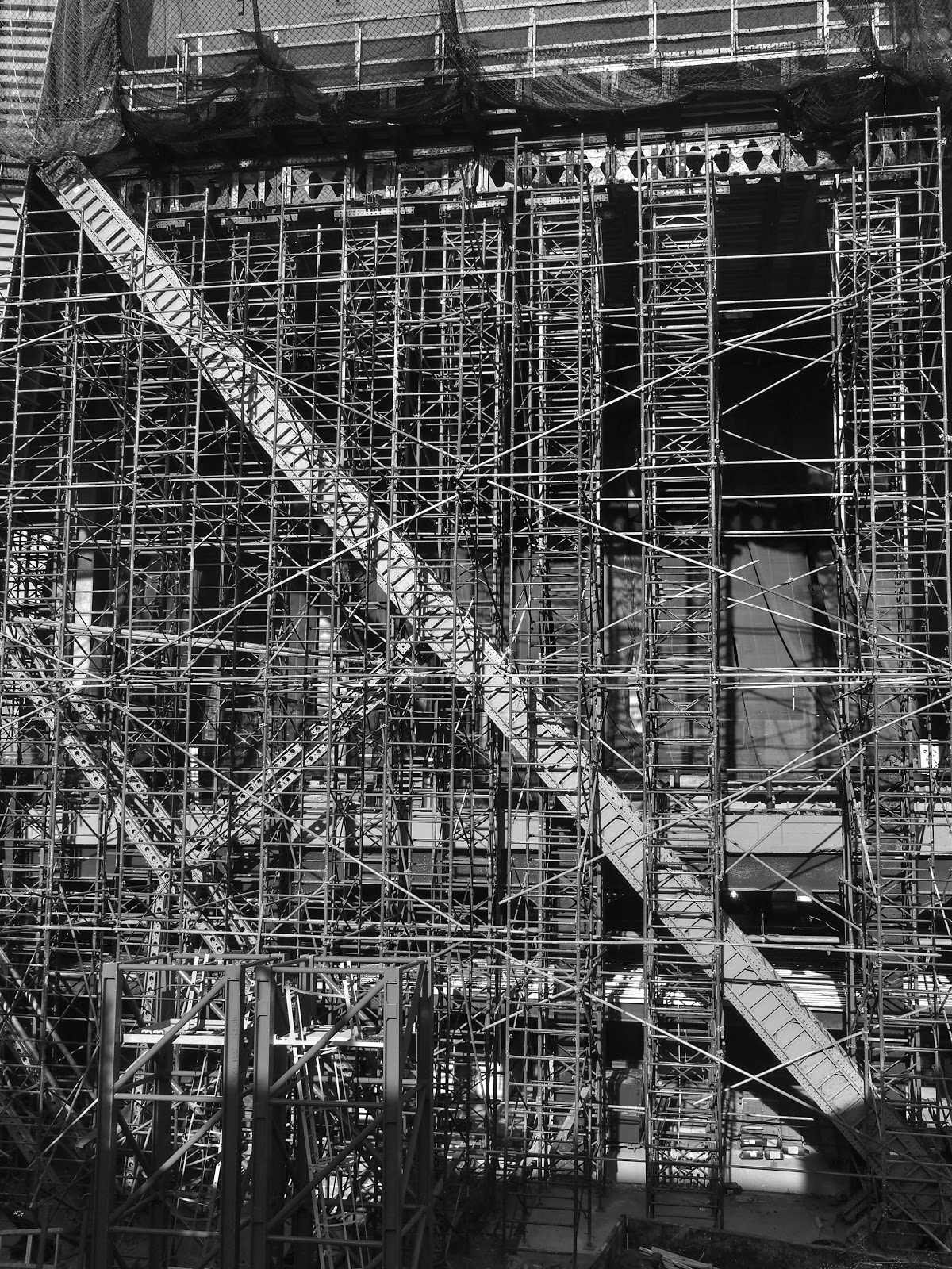 Scaffolding in Black & White #scaffoldinginblackandwhite #scaffolding #construction #nyc #hudsonyard 2014