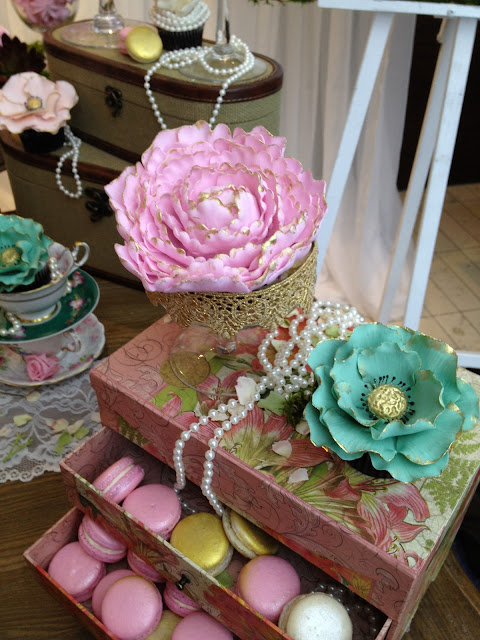 blush, pearl greyed jade and gold couture cupcakes by cupcake et macaron montreal
