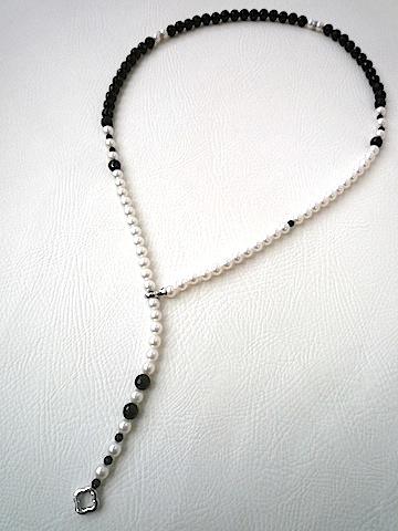 ロングパールネックレスをお洒落なデザインロングネックレスにリスタイル(リメイク)しました。