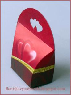 Подарочная упаковка с сердечками