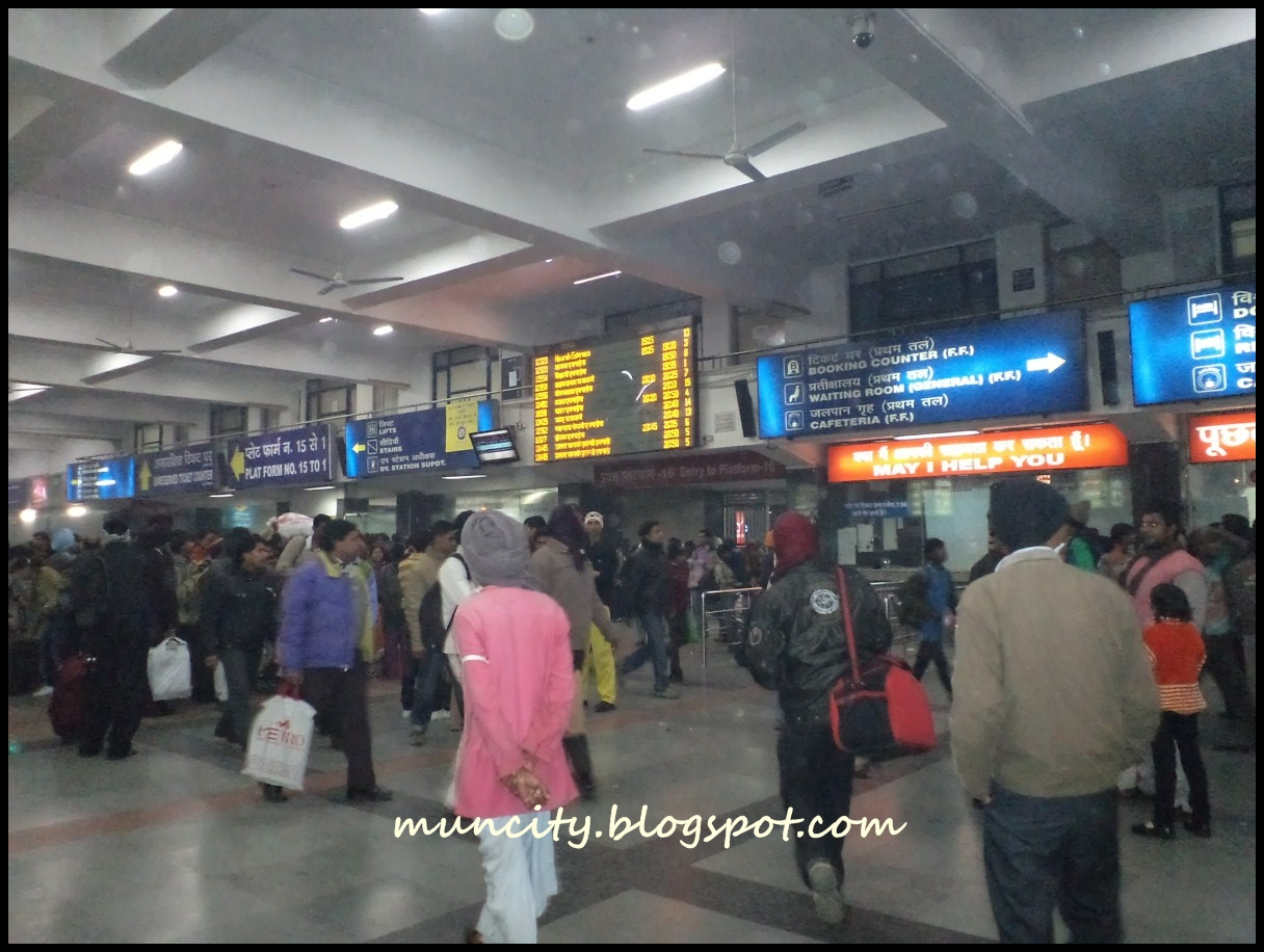 New Delhi Railway Station http://muncity.blogspot.com/2012/03/india-heading-to-agra.html