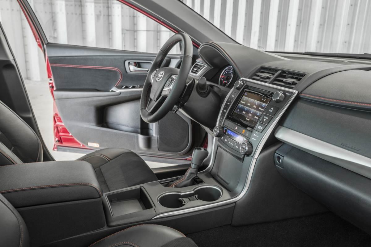 Novo Toyota Camry 2015 - interior