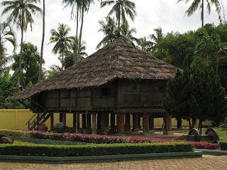 Rumah Adat Nowou Sesat