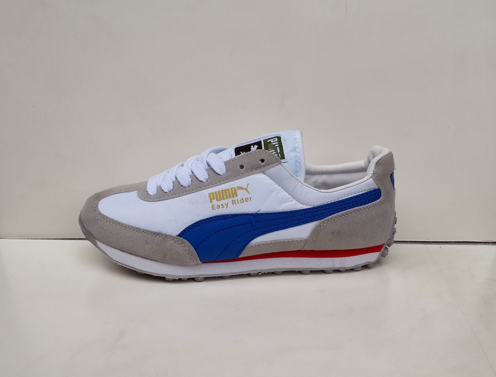 sepatu putih, sepatu sekolah, sepatu gaya, toko sepatu, gambar sepatu puma, puma putih dan merah