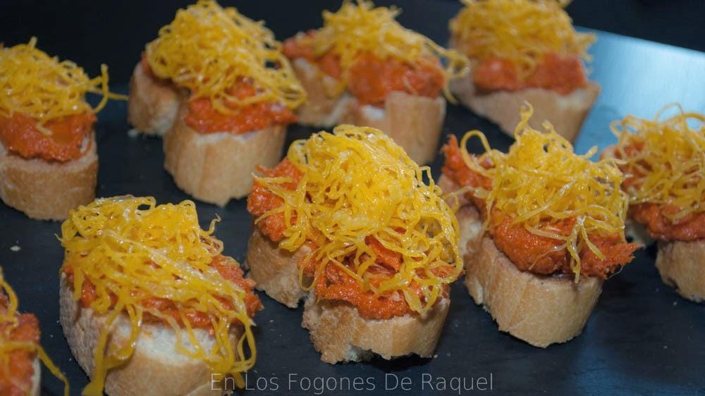 http://enlosfogonesderaquel.blogspot.com.es/2014/12/tostita-de-sobrasada-con-miel-y-huevo.html