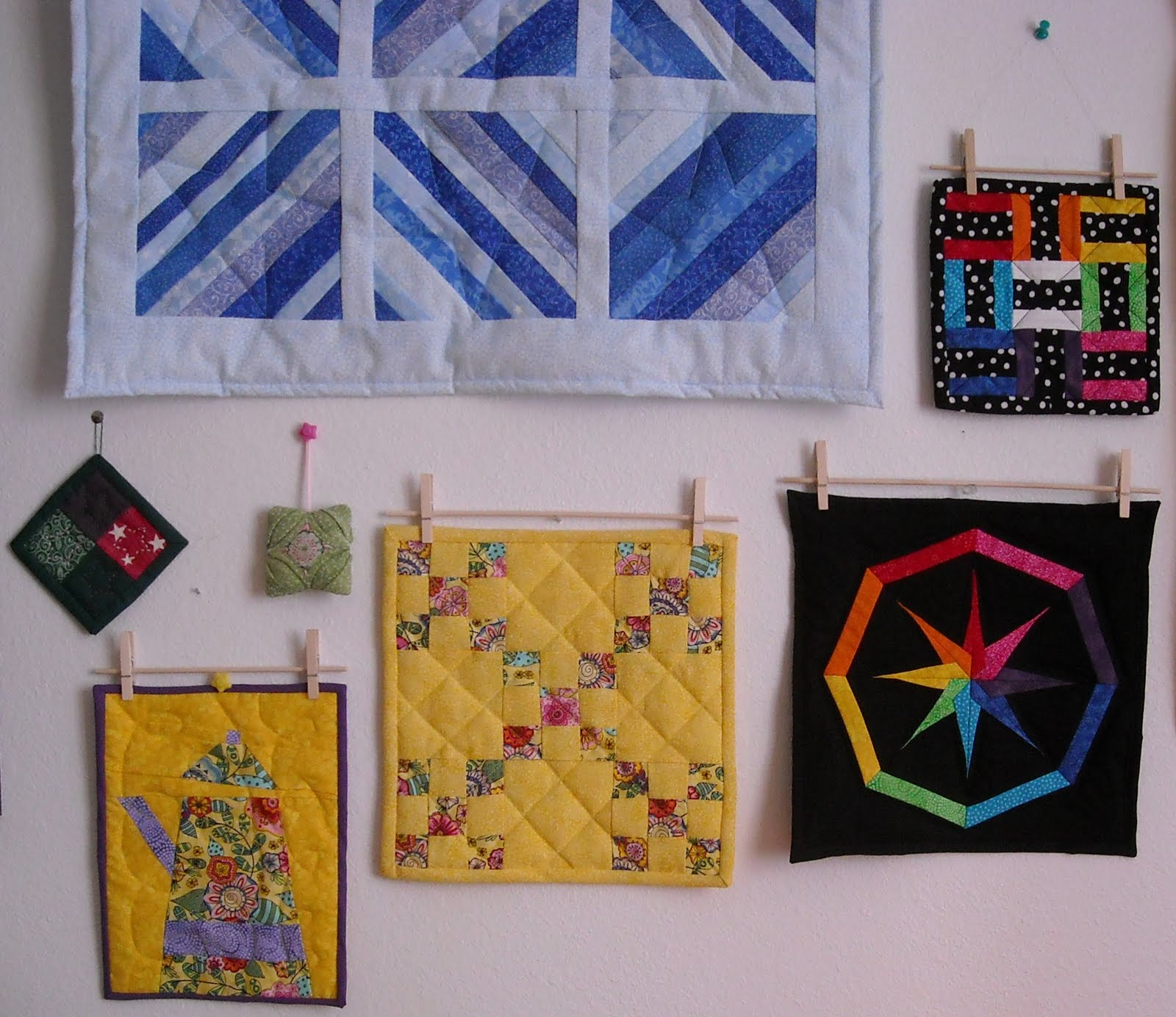 Crafter without a Cat: Clothes Pin Quilt Hangers : mini quilt hangers - Adamdwight.com
