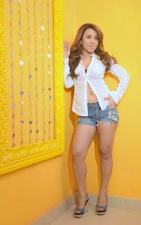 singer cum model raina agni navel photos
